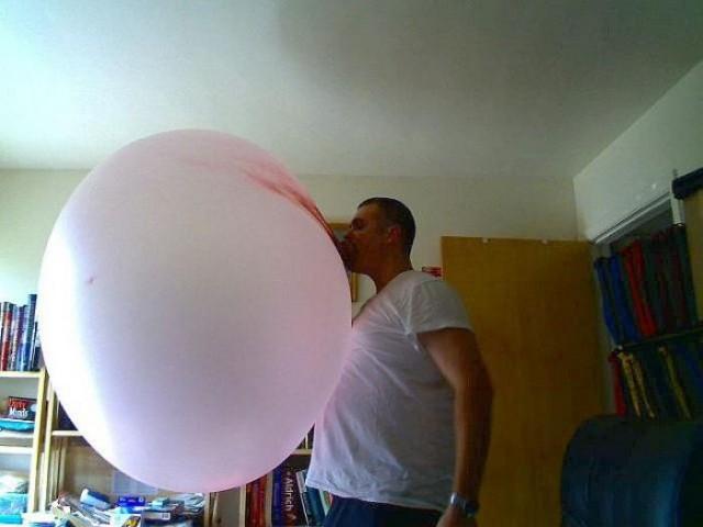 Самый большой пузырь из жевачки