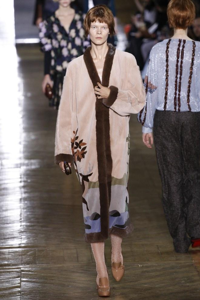Українська модель Ірина Кравченко на кутюрному показі Ulyana Sergeenko в Парижі