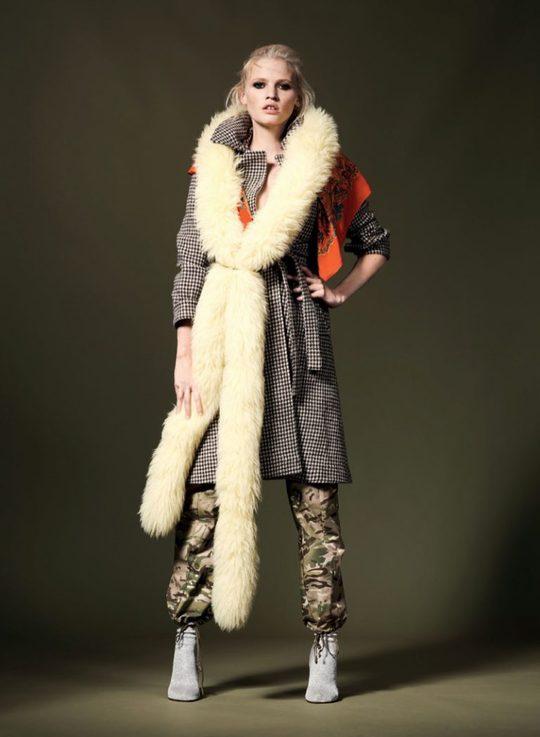 Лара Стоун в еклектичних образах на сторінках Vogue