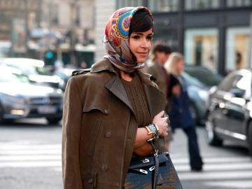 Как стильно завязать платок на голове: примеры звезд
