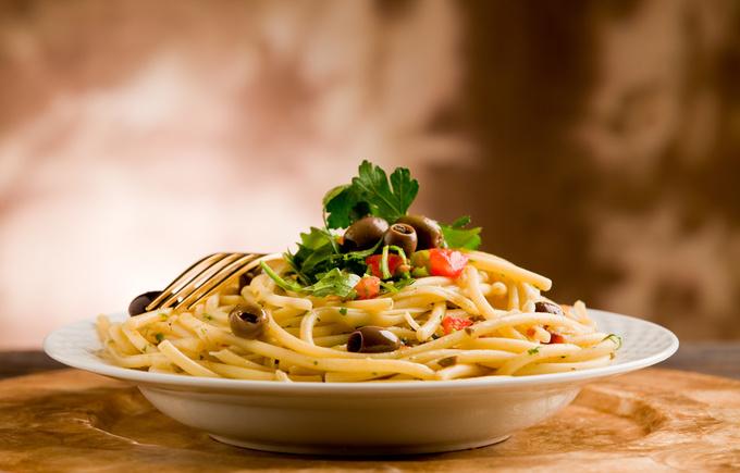 Паста з солодким перцем і оливками