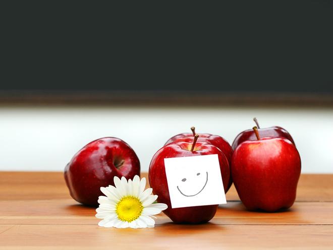 День учителя, школа, яблоки, парта