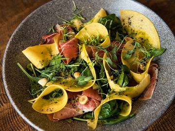 Салат с маринованной тыквой и шовдарем