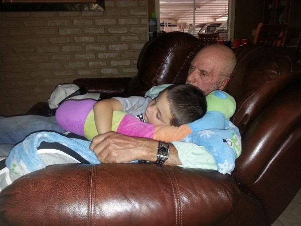 Дедушки, которые обожают своих внуков