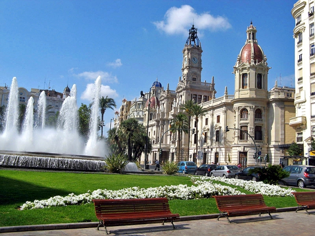 Достопримечательности Валенсии: площадь Ayuntamiento
