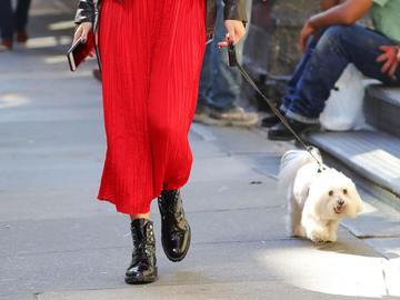 З чим носити жіночі берци: 3 ідеї від Олівії Палермо