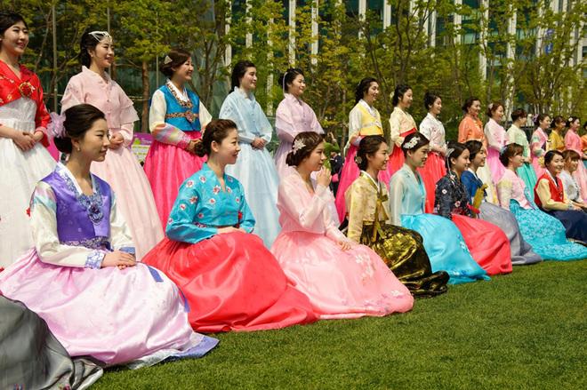 Національні костюми народів світу