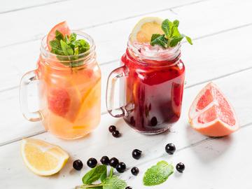 4 освежающих напитка на лето, которые можно легко приготовить дома