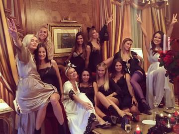 Лида Петрова с подругами