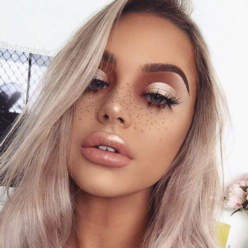 Модный макияж с веснушками