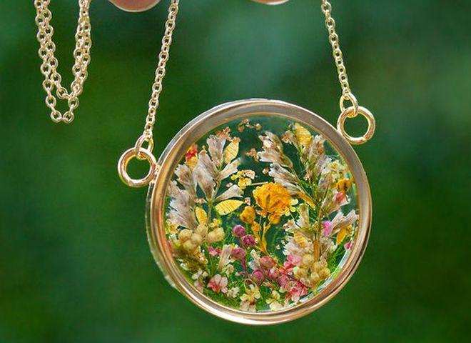 Бижутерия из живых цветов