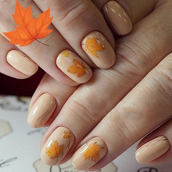 Модний тематичний манікюр на осінь з листочками