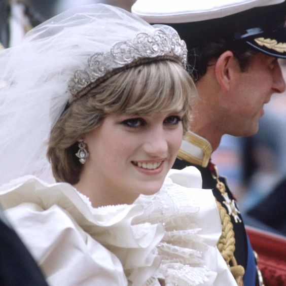 Весільні зачіски принцес