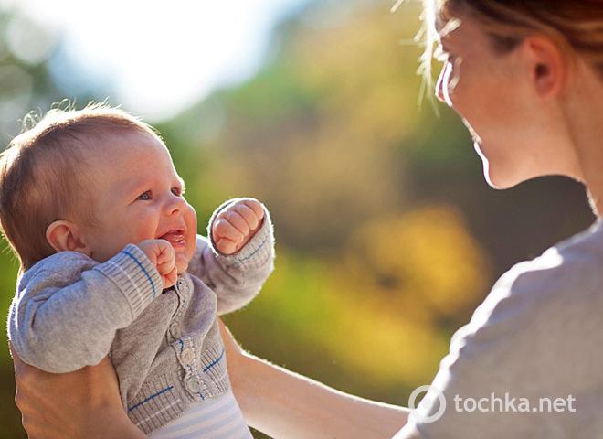Когда новорожденный начинает видеть окружающий мир