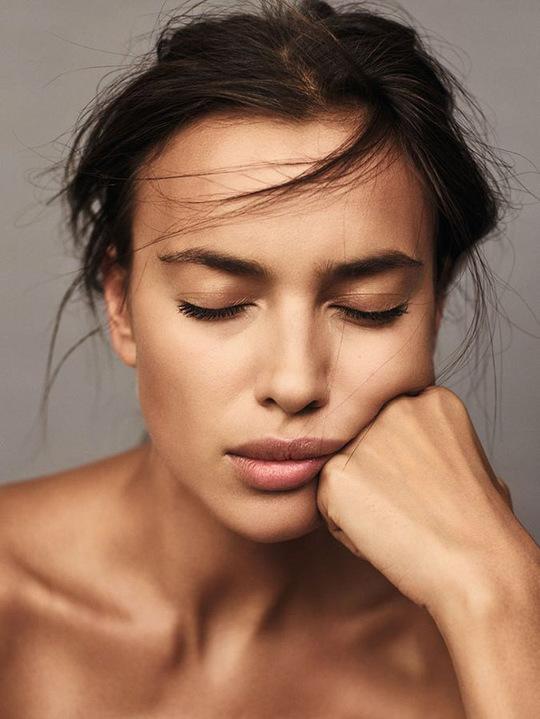 Ірина Шейк оголилася для обкладинки французького журналу