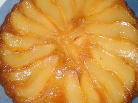 Пирог грушевый с карамелью
