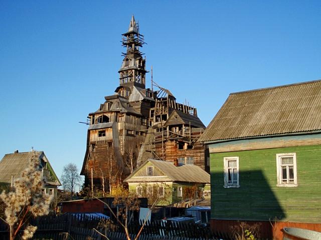 Самые необычные дома в мире: Деревянный дом для гангстера, Архангельск, Россия