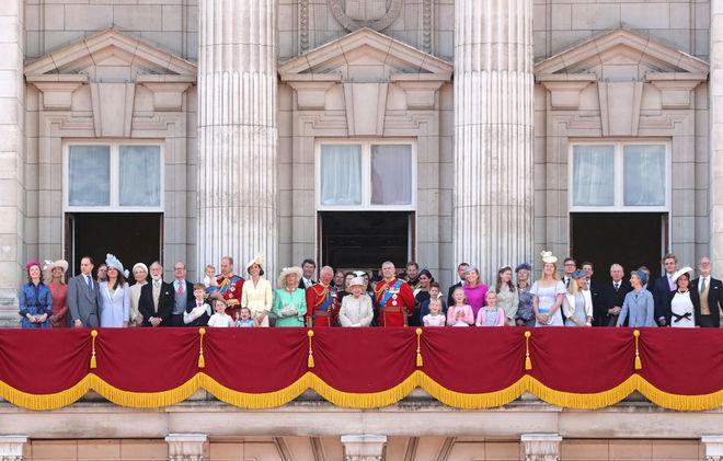 Королевская семья на параде в честь празднования дня рождения королевы Елизаветы II