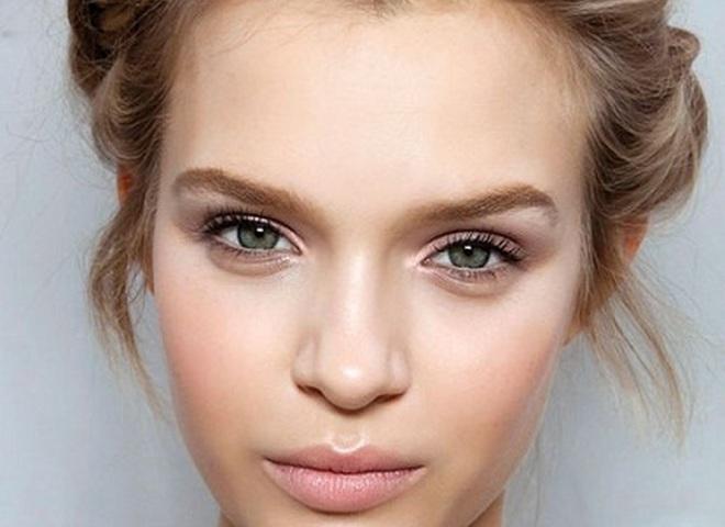 Как визуально увеличить глаза в нюдовом макияже