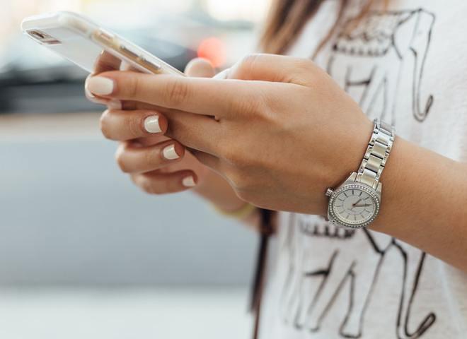 6 ознак того, що ти залежна від смартфона