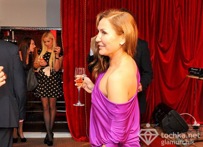 Юлия Айсина показала соски