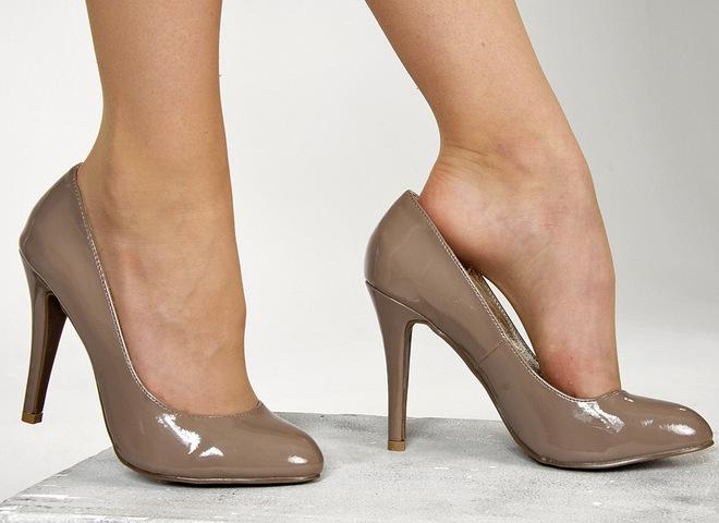 Як розносити тісне взуття швидко  - tochka.net 23e016b5d0c72