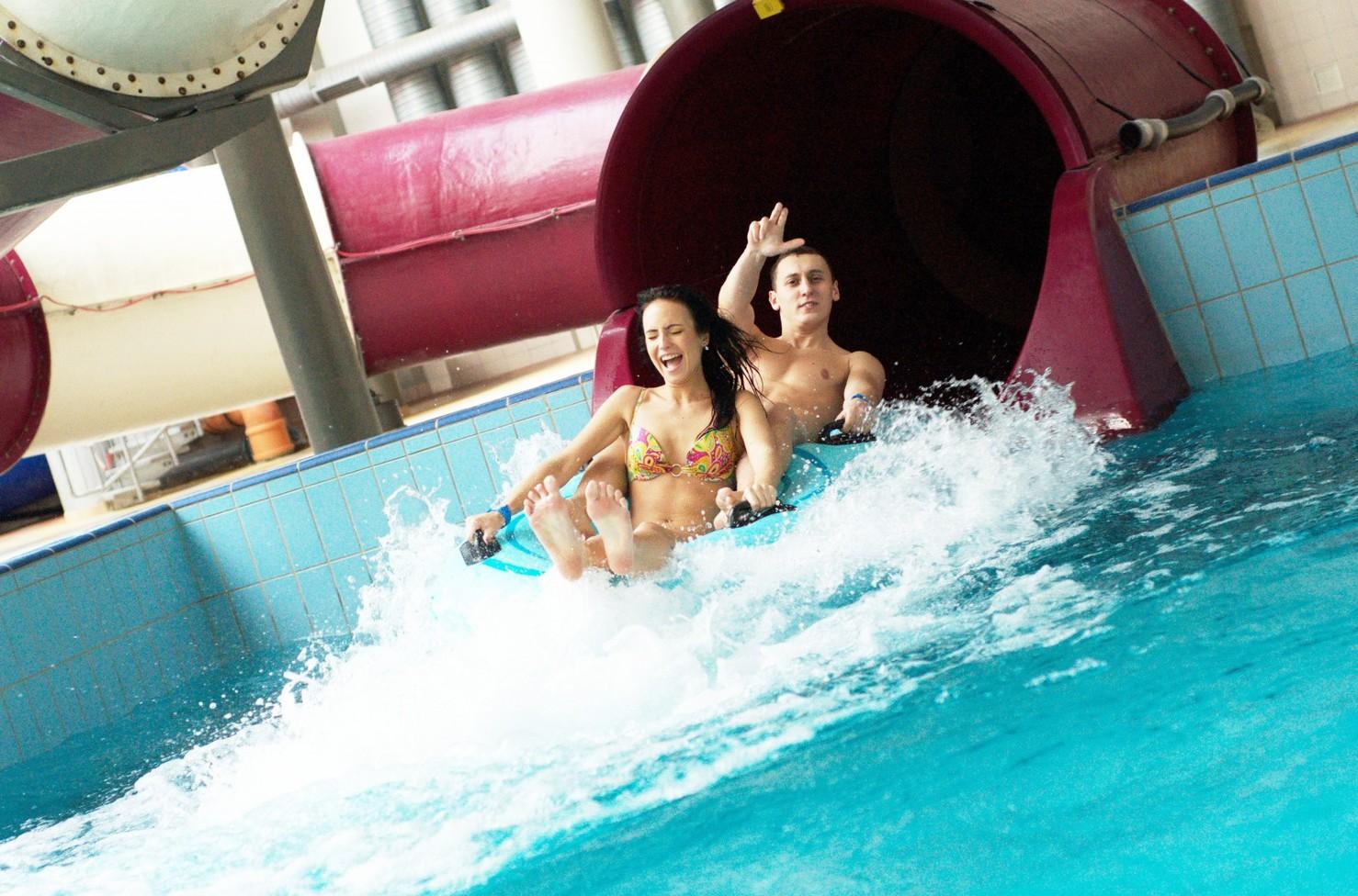 Порнозвезды таня-таня фото девушек в аквапарках мосс голая фильмах