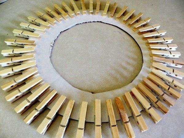 Солнечная рамка из прищепок