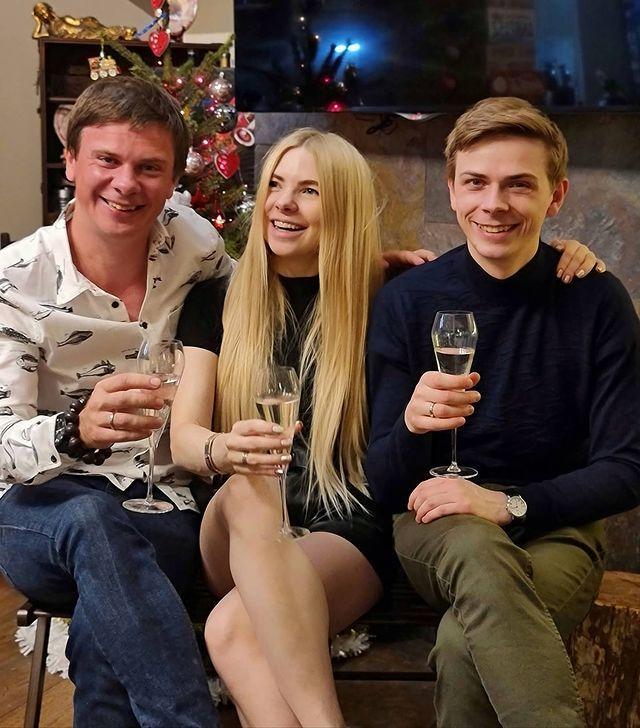 Дмитро Комаров з братом Миколаєм і сестрою Ангеліною