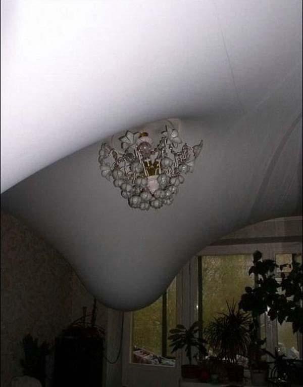"""Что будет, если затопить квартиру с """"натяжным"""" потолком."""