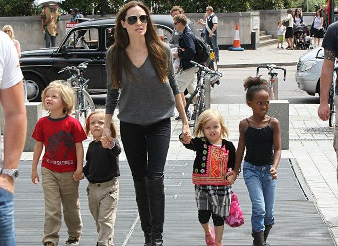 Діти Джолі і Пітта