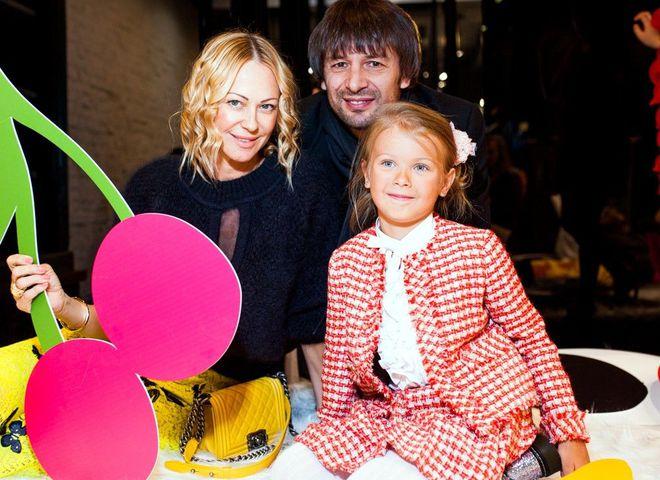 Александр Шовковский и Ольга Аленова с дочерью