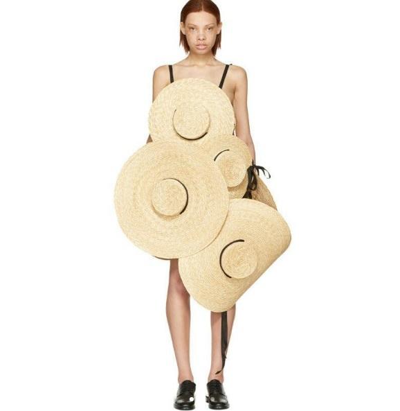 Сукня з капелюхів
