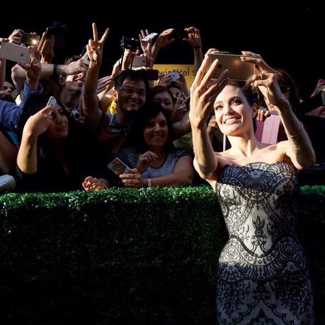 """Анджелина Джоли на премьере """"Несломленного"""" в Сиднее"""