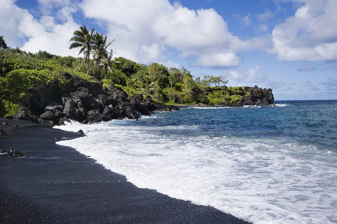 Лучшие пляжи с черным песком