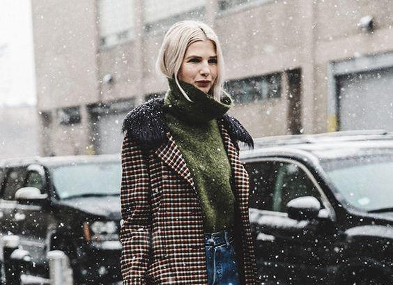 Як одягатися взимку стильно: яскраві street-style приклади