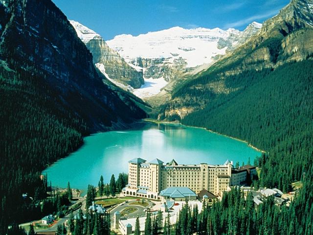 Отели, в которых турист обязан провести ночь: отель Fairmont Chateau Lake Louise