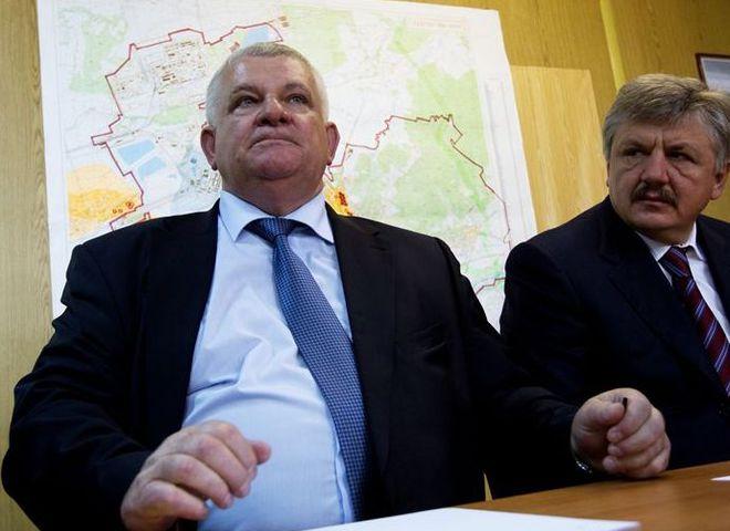 Михаил Вышиванюк (слева)