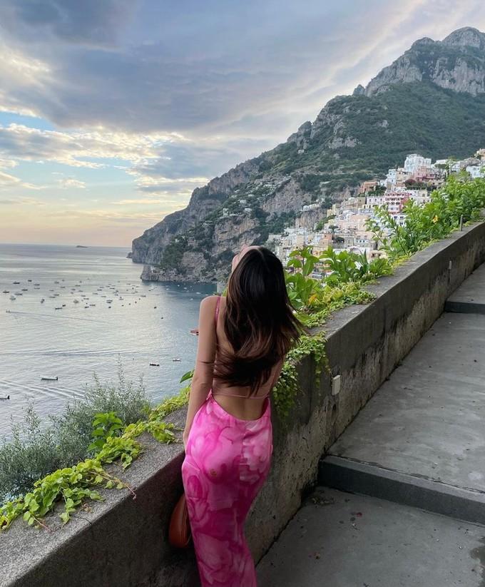 Який квітковий принт в моді влітку 2021: показує Емілі Ратаковскі
