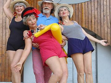 Пляжная вечеринка от ретро-бабусь