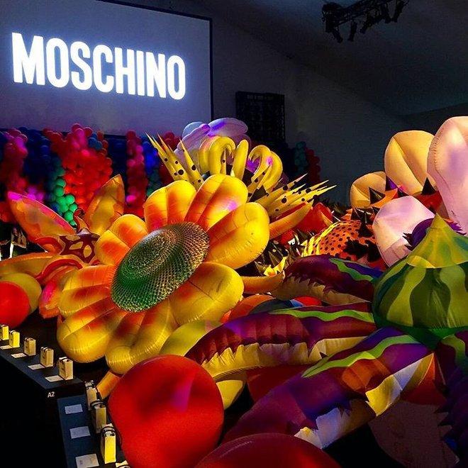 Показ круїзної колекції Moschino 2017