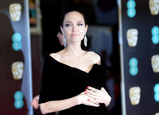 BAFTA 2018  кращі вбрання зірок на червоній доріжці (фото) - tochka.net 294276aed7363