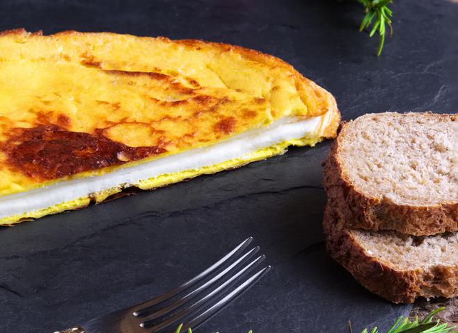 """Омлет """"Пуляр"""": рецепт необычного завтрака"""