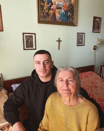 Ivan NAVI с бабушкой