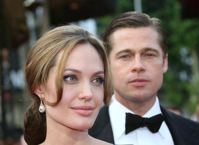 Джоли и Питт: жизнь звездной пары в фотографиях