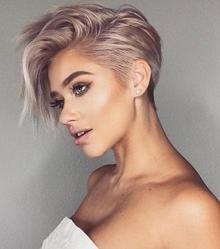 Модные прически на выпускной 2020 для коротких волос