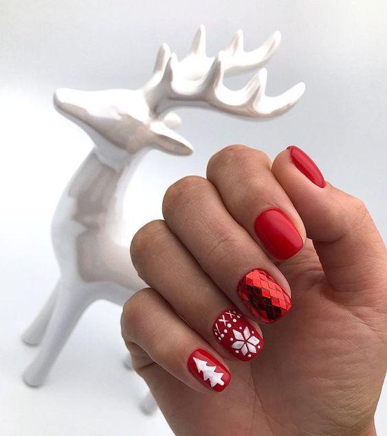 Новорічний манікюр 2020 на короткі нігті: ідеї з фото