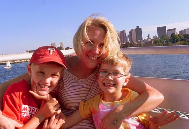 Путешественники с детьми: motherofalltrips.com
