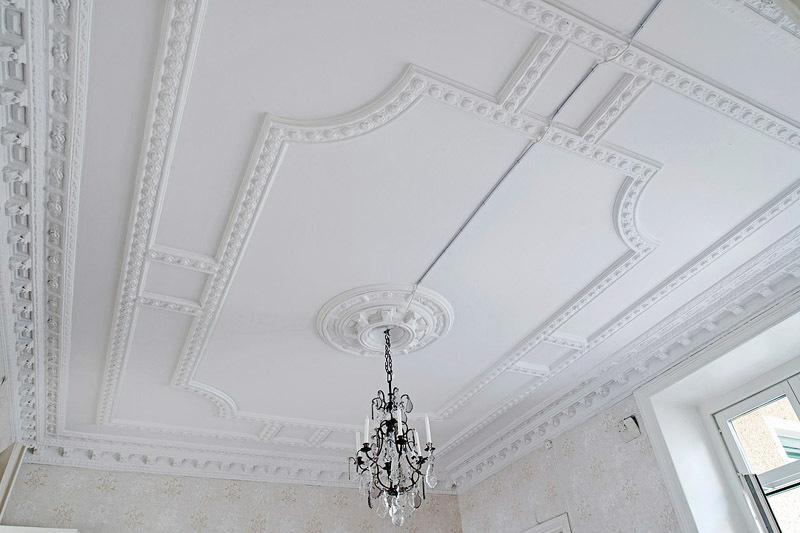 как украсить потолок из гипсокартона лепниной фото знаете