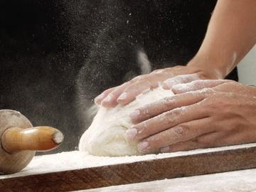 Як приготувати тонкий корж для піци